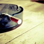 Przypalanie papierosów jest jednym z z większym natężeniem katastrofalnych nałogów